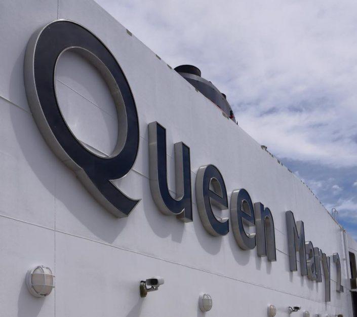 2016 08 25 Queen Mary 2 Schriftzug