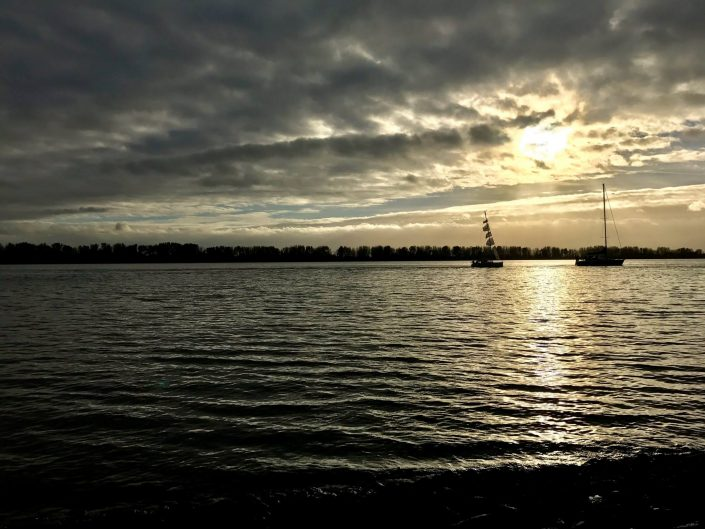 2016 10 30 Wedel Elbe Segelboote